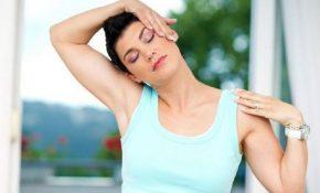 Bài tập căng cơ cổ sang bên giúp giảm nhanh các triệu chứng thoát vị đĩa đệm đốt sống cổ