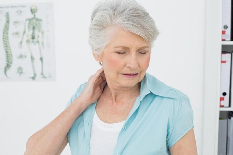 Thoái hóa cột sống cố gây đau nhức vai gáy, thậm chí làm bại liệt tay