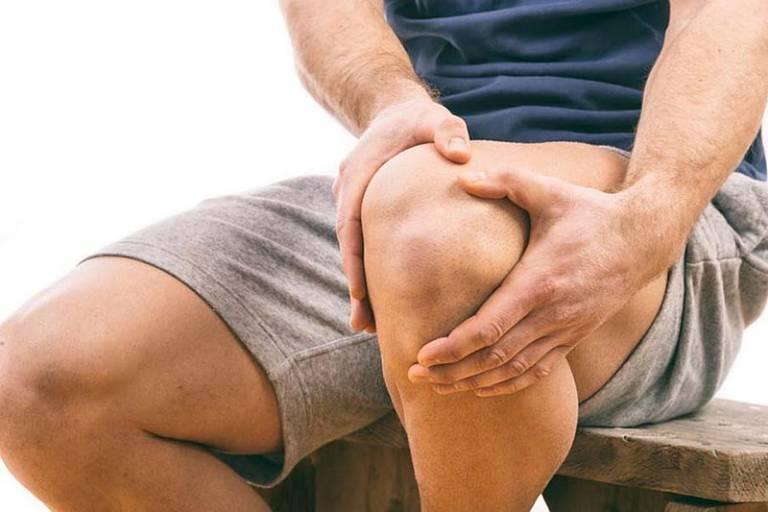 Khớp gối đau trong một thời gian dài có thể gây thoái hóa khớp và chèn ép dây thần kinh