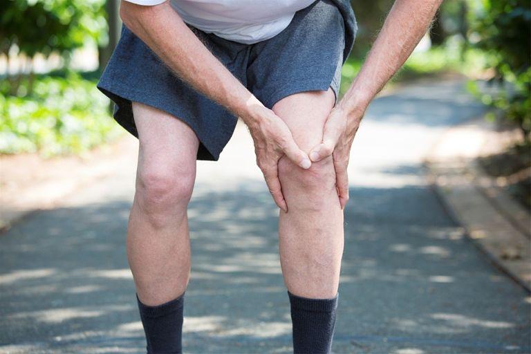 Đầu gối đau khi co duỗi do chấn thương khi vận động mạnh