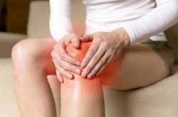 Đầu gối đau khi co duỗi chân là tình trạng nhiều người gặp phải hiện nay