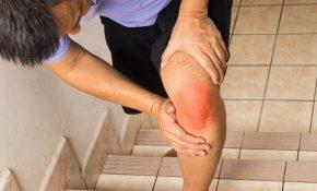 Đau đầu gối khi lên xuống cầu thang là biểu hiện của nhiều bệnh lý về xương khớp