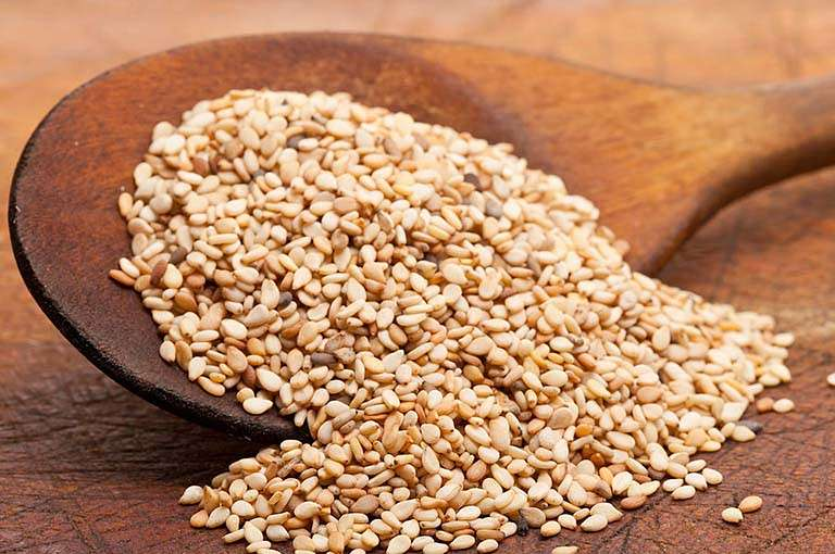 Hạt mè có công dụng giúp phục hồi khớp gối khi bị tổn thương