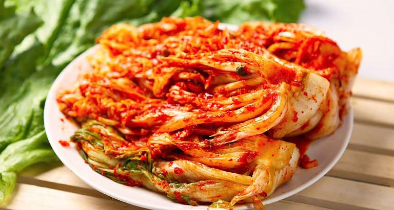 Người bị đau khớp gối nên hạn chế ăn các thực phẩm lên men, muối chua