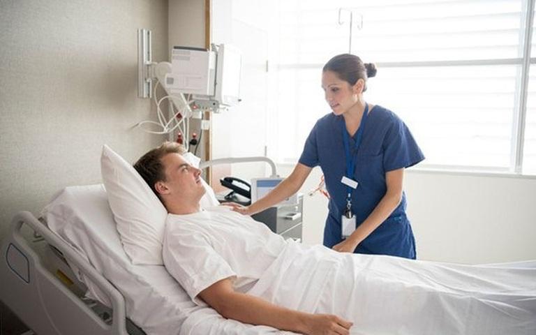 Sau khi mổ đốt sống cần chăm sóc người bệnh đúng cách