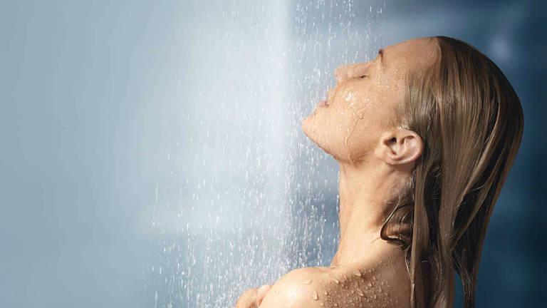 Bệnh nhân nên tắm mỗi ngày để giữ da luôn sạch sẽ và khô thoáng