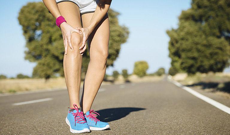 Sau khi thay khớp, bệnh nhân không nên vận động mạnh làm chấn thương khớp