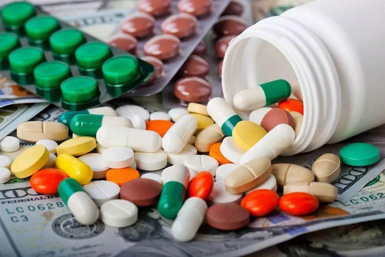 Dùng thuốc kiểm soát các cơn đau nhức ở đầu gối