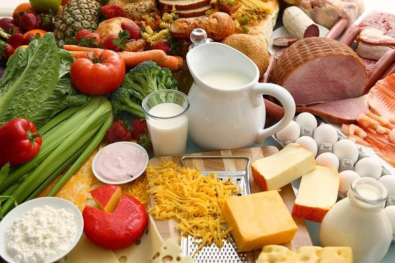 Người bệnh nên bổ sung nhiều vitamin D và canxi trong bữa ăn hàng ngày