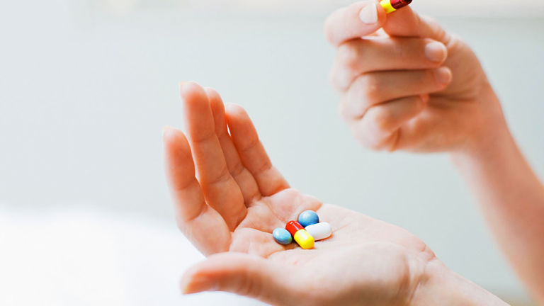 Sử dụng thuốc tây điều trị bệnh thận yếu ở nữ giới