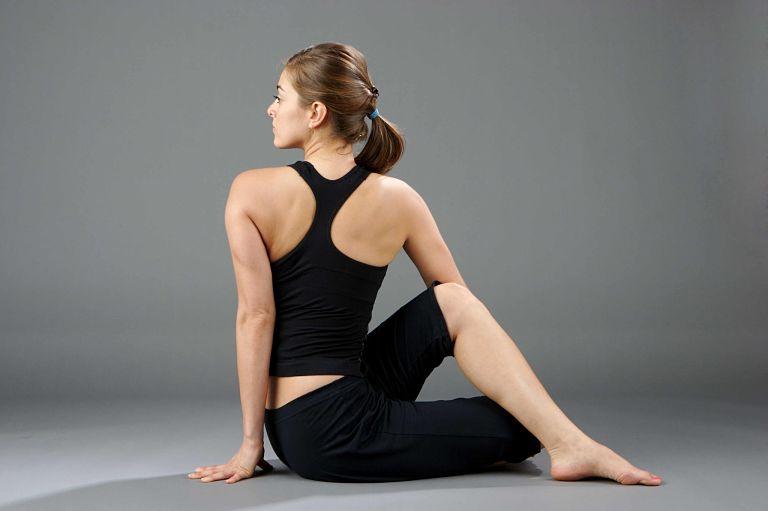 Tập yoga hỗ trợ phục hồi chức năng xương khớp