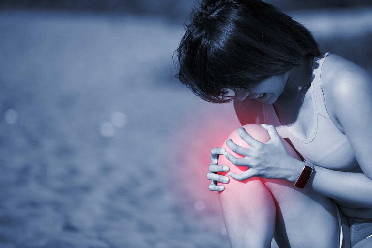 Vận động quá mức có thể là nguyên nhân khiến đầu gối bị tổn thương