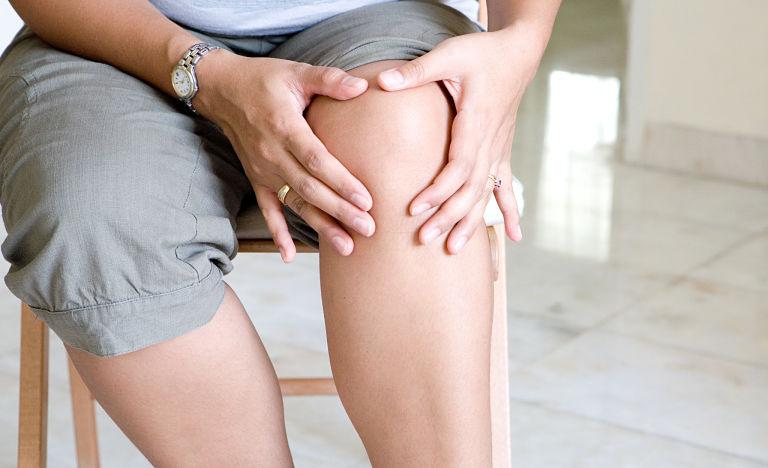 Người bệnh có thể tự xoa bóp tại nhà để hỗ trợ điều trị bệnh