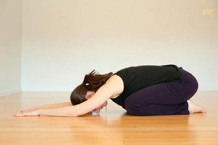 Yoga với tư thế đứa trẻ giúp giảm đau nhức do thoái hóa xương khớp