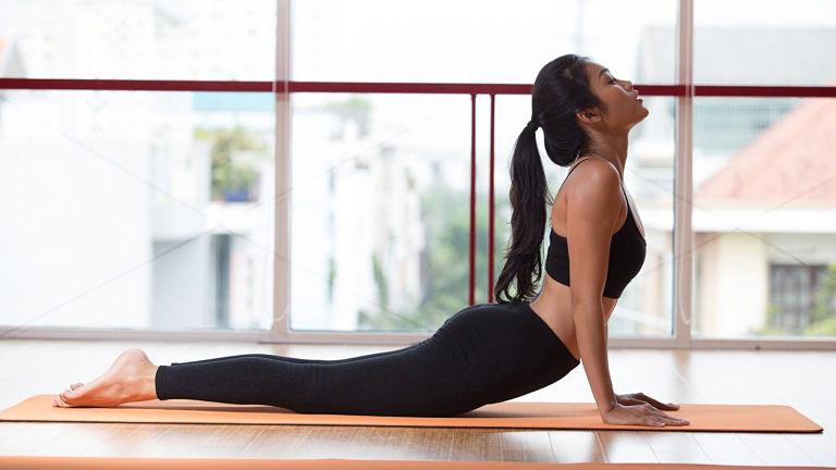 Trong quá trình luyện tập, nếu cảm thấy nhức mỏi thì nên dừng tập và xoa bóp nhẹ khớp gối