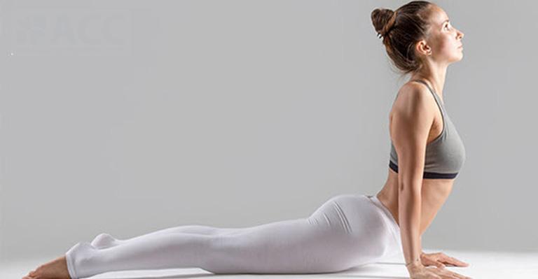 Bài tập yoga tư thế rắn hổ mang