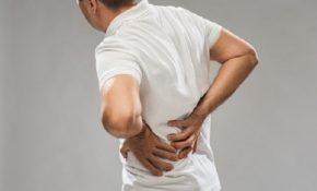 Đau lưng dữ dội là triệu chứng thường gặp của thận yếu