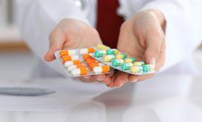 Dùng nhóm thuốc chế Angiotensin để điều trị protein niệu
