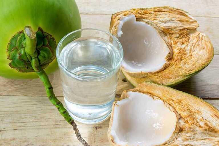 Nước dừa nguyên chất làm tiêu sỏi nhanh chóng
