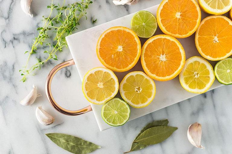 Trái cây họ cam quýt chứa hydroxycitrate có khả năng hòa tan oxalate, tốt cho người bệnh sỏi niệu quản