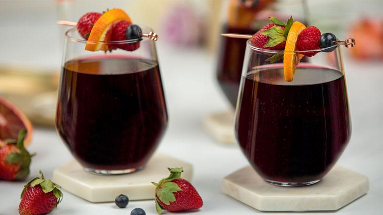 Rượu và bia khiến cơ thể mất nước làm tăng nguy cơ hình thành sỏi ở thận, niệu quản và bàng quang