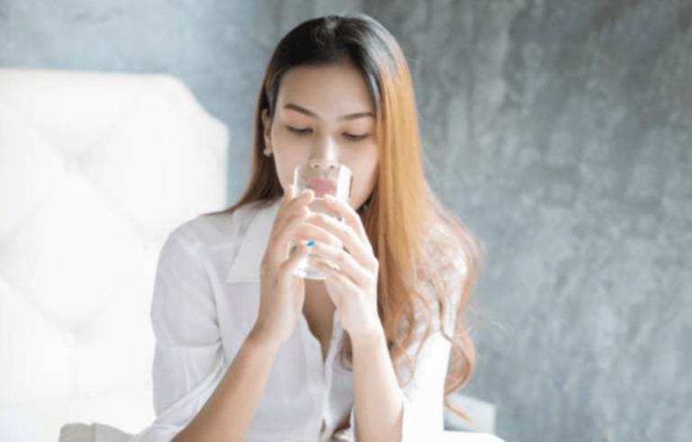 Lười uống nước là 1 trong những nguyên nhân gây tạo sỏi