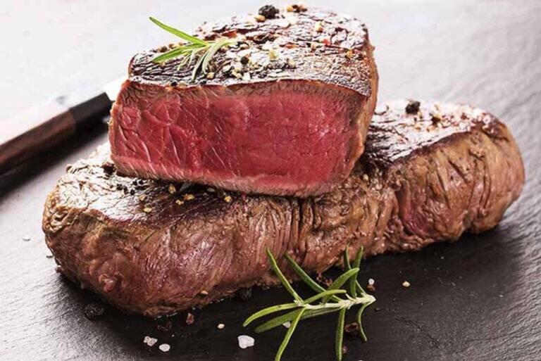 Người bệnh viêm cầu thận nên hạn chế protein động vật trong thực đơn